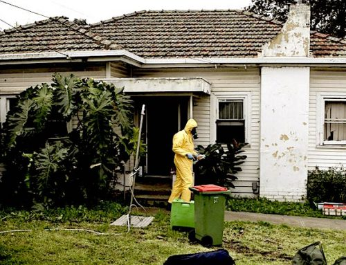 What are the signs of a possible meth house?